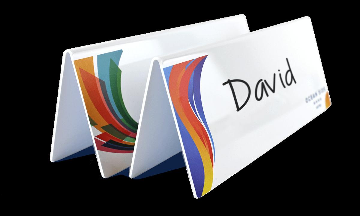 Herbruik- en personaliseerbare whiteboard deskplates